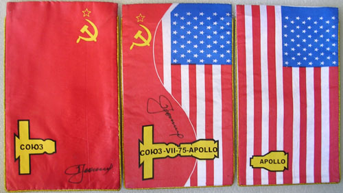 The American and Soviet flags: ASTP, Reproduction by kind permission of USSR-AIRSPACE.COM