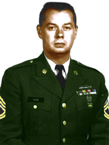 Robert Orel Dean in divisa militare come sottufficiale dello US Army